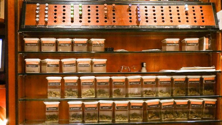 legaler cbd Cannabis der in einem physischen Geschäft verkauft wird