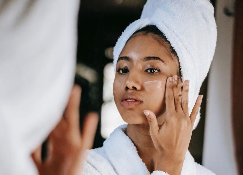 Hanfcreme und kosmetische Eigenschaften für das Gesicht.